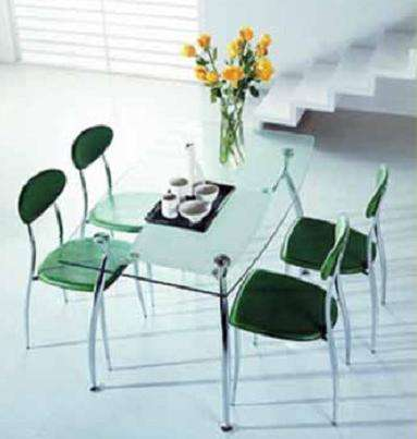 Столы из стекла, дерева, мрамора и стулья к ним