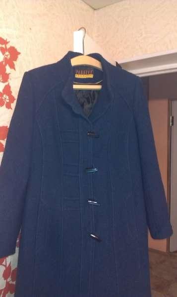 пальто женское синего цвета. в Артеме