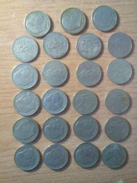 юбилейные рубли и полтинники 100 штук,простые рубли и 50коп