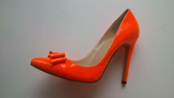 Туфли оранжевые на каблуке