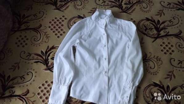 Белая блузка для школьницы