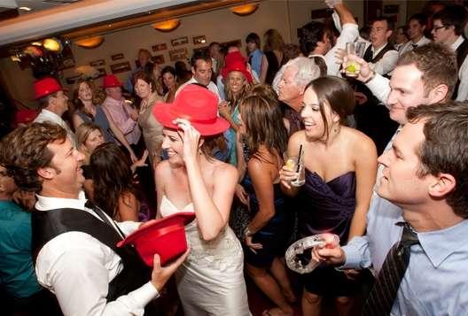 для знакомства с гостями на свадьбе