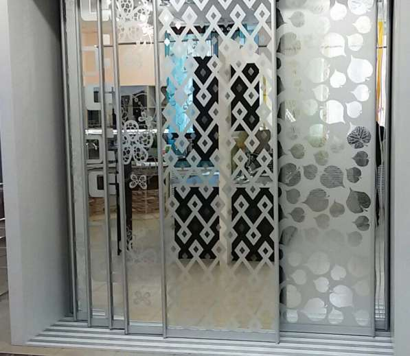 Зеркало узорчатое Brinolli для шкаф купе