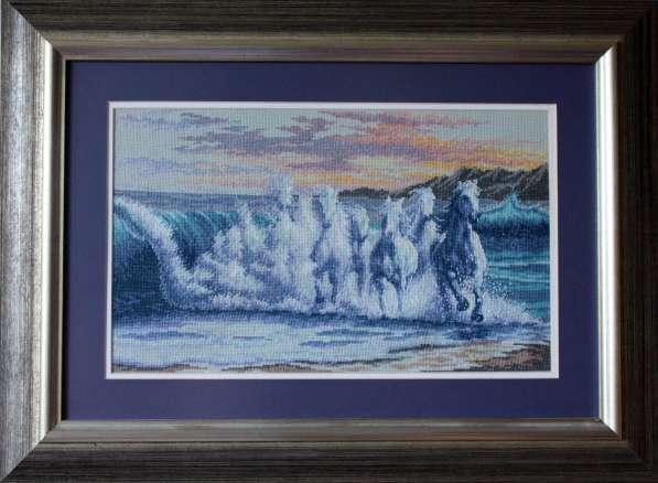 Картина «Волна»,ручная работа, вышивка.