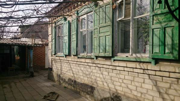 В г.Кропоткине по ул.Авиационной ½ часть коттеджа 60 кв.м