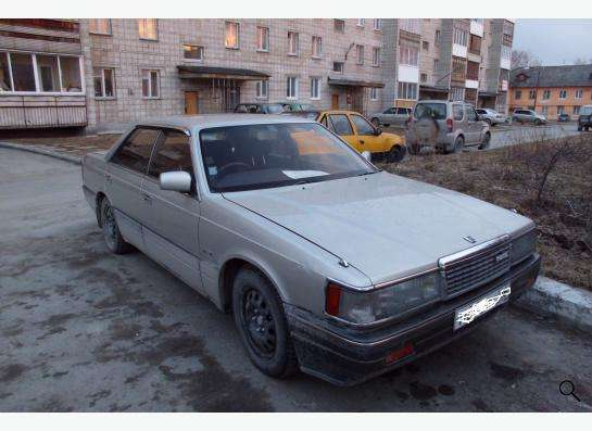 Автомобиль Мазда Люси