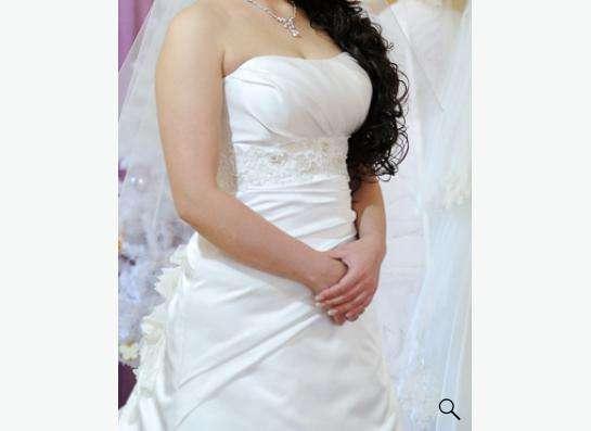 Свадебное платье (шляпка и клатч в подарок) в Томске