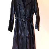 Женский черный кожаный плащ, размер 42-44, в Калининграде