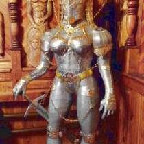 Скульптура рыцаря из металла в женском доспехе, в Краснодаре