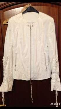 Белая куртка, штаны, в Мурманске