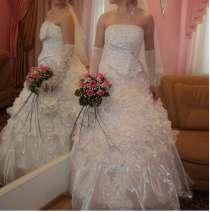 продам свадебное платье и аксессуары к нему 46-48 , в Пензе