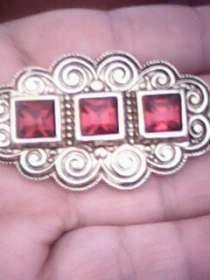 брош периода СССР с тремя красными камешками, в г.Кривой Рог