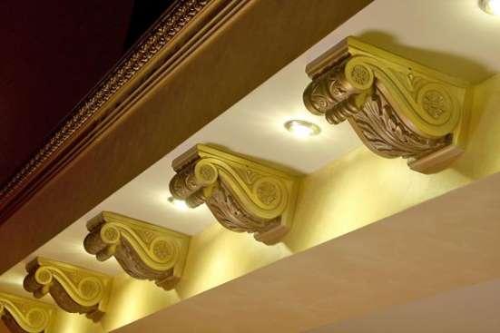 Склад лепного полиуретанового декора DECOMASTER в Крыму—карниз—молдинг—плинтус—углы—БАЛКИ под дерево