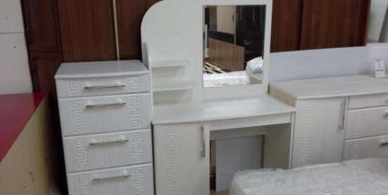 Стол туалетный Оскар с зеркалом.