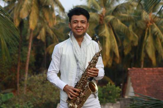 Ведущий,певец,саксофонист у вас на банкете,свадьбе,Новый год