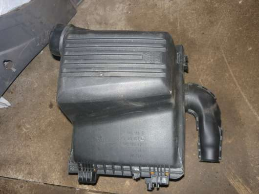 GOLF-3 корпус воздушного фильтра 1H0129607BJ