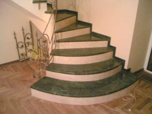 Лестница из мрамора, гранита