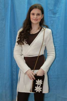 Костюм вязанный (юбка и жакет)