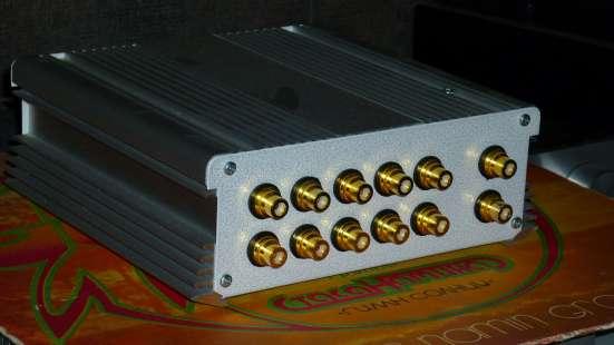 Пассивный коммутатор входов аудио сигнала.