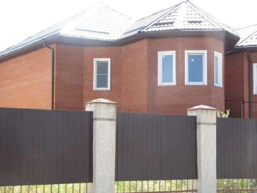 Просторный дом в обжитом коттеджном поселке в черте города