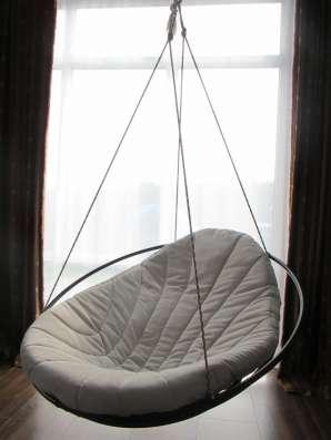 Стильное подвесное кресло для отдыха - комфорт расслабления