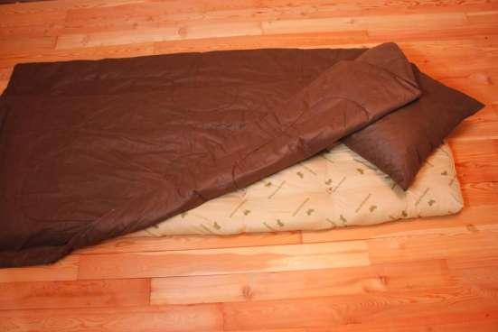 Матрац, подушка и одеяло и постельное белье
