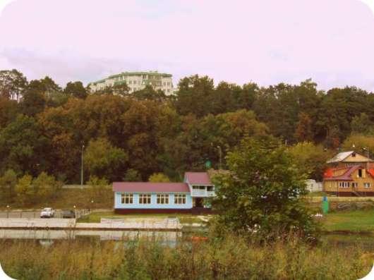 22 сoтки на берегу реки в г.Звенигoрoде.