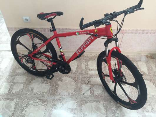Продаю новый велосипед Ferrari на литых дисках