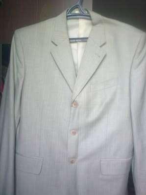 Ветровка, джинсы, костюм светлый мужской, свитер, джемпер