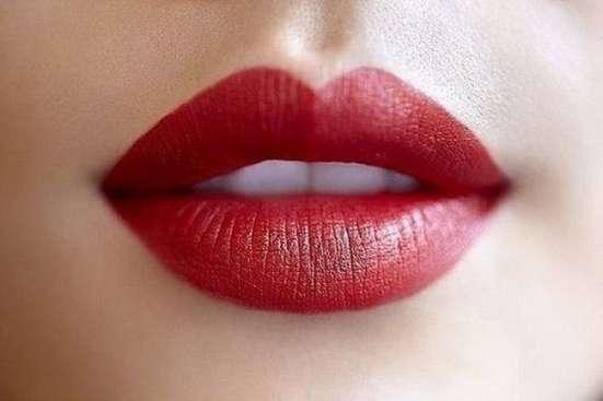 Помада губная увлажняющая «Water shine» от Fleur