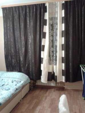 просторную и светлую комнату