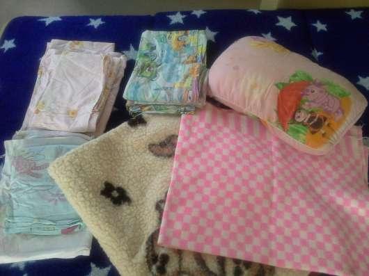 Два детских одеяла, 3 комплекта постельного