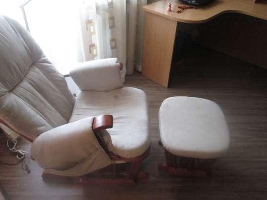 Продам кресло качалку с табуреточкой для ног