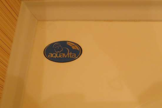Акриловая ванна несимметричная б/у