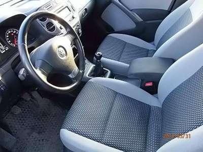 автомобиль Volkswagen Tiguan