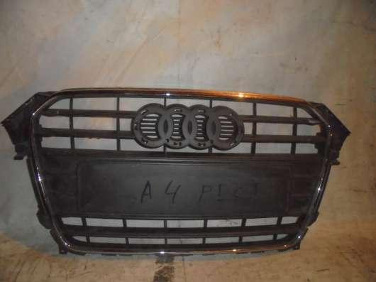 Решетка радиатора Audi A4