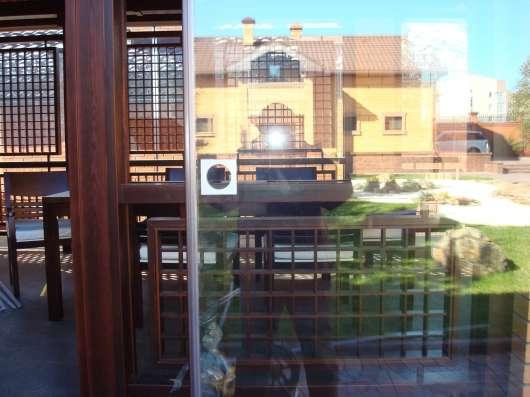 Безрамное остекление балконов, террас, беседок в Омске Фото 1