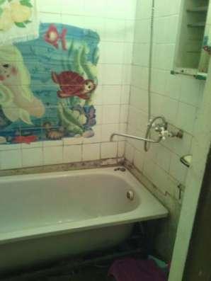 Продается комната в двухкомнатной квартире в городе Можайск, ул. Дм. Пожарского, д. 13/4, 96 км от МКАД по Минскому шоссе.