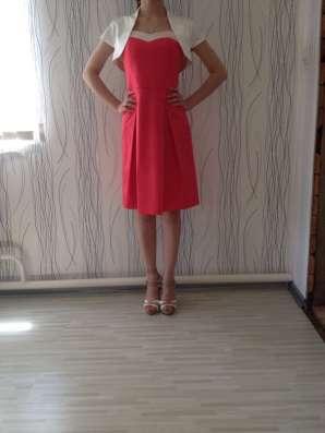 Продаю итальянское атласное платье-коктейль на выход