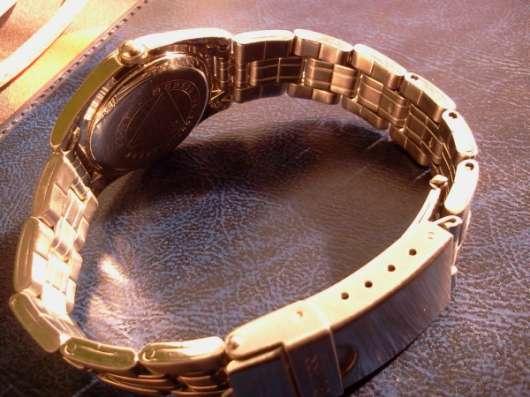 GUESS Женские наручные часы