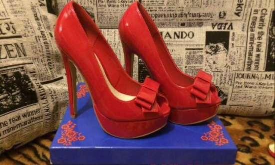 Продам шикарные лаковые туфельки, р.36 в Екатеринбурге Фото 1