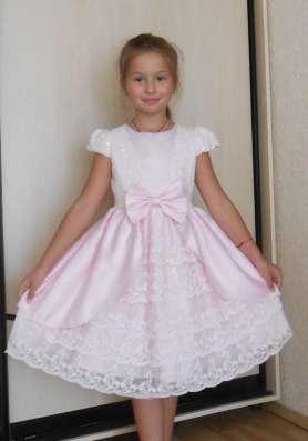 Платье праздничное, нарядное, с кружевом, розовое