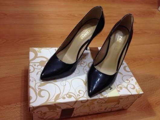 Туфли женские INDIANA(Бразилия) Размер 37, цвет темно-синий