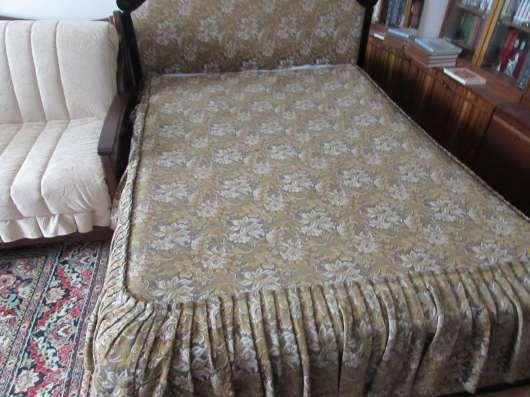 Продам кровать-шкаф с комбинированной спинкой:резное дерево и обивка материалом в Первоуральске Фото 1