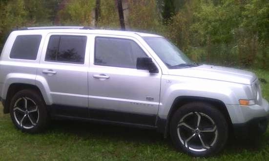 Продам автомобиль Джип Либерти 2,4л 170л. с бензин 2012г