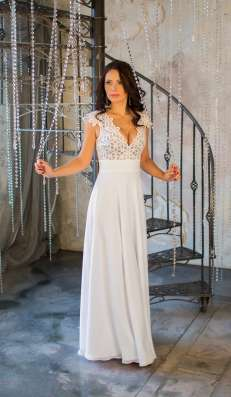 Белое кружевное платье от KUTUZOV