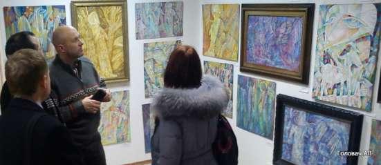 профессиональный художник продаёт свои картины