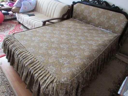 Продам кровать-шкаф с комбинированной спинкой:резное дерево и обивка материалом в Первоуральске Фото 3