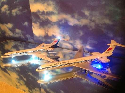 Модели самолетов ТУ-154М и ИЛ-62М.