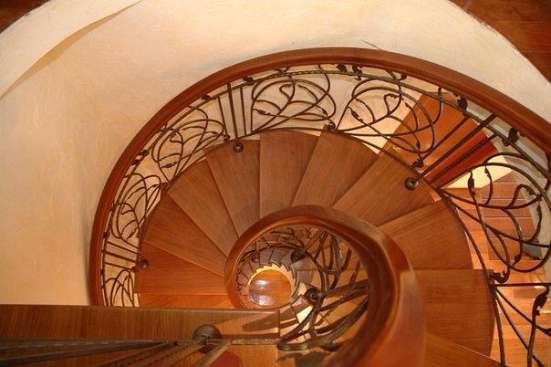 Изготовление лестниц, дверей, мебели на заказ.